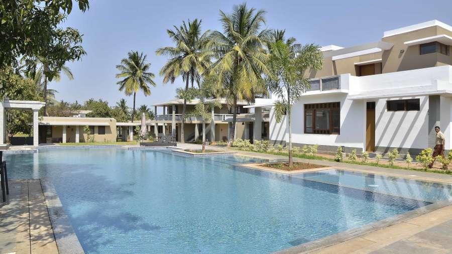 Swimming pool at heritage resort hampi19 sfjii6 coorg homestays for Coorg homestay with swimming pool