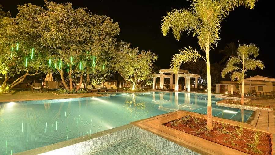 Swimming pool at heritage resort hampi31 soxlox coorg homestays for Coorg homestay with swimming pool